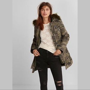 LBNWOT: EXPRESS Camo Faux Fur Hooded Parka (Small)